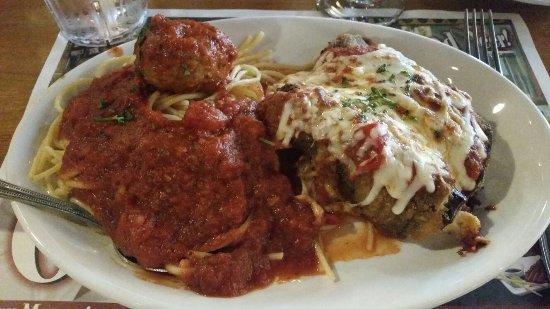 Altoona, Pensilvania: Eggplant parmesan & spaghetti with meatball