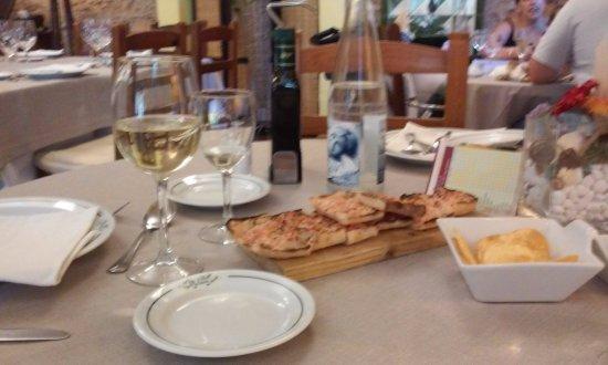 Sant Andreu de la Barca, Espanha: pan de coca con tomate ríquisimo