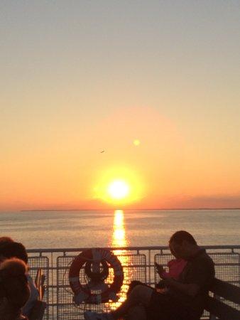 Leamington, Canada: Evening sunset on upper deck