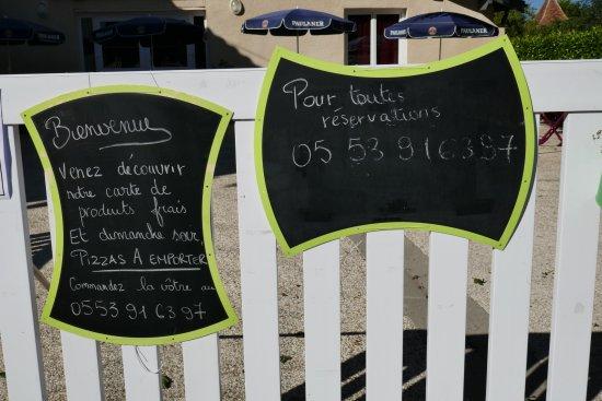 Petit-Bersac, France : Produits frais affichés