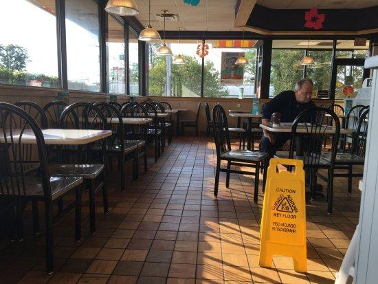Liverpool, NY: McDonald's - dining room