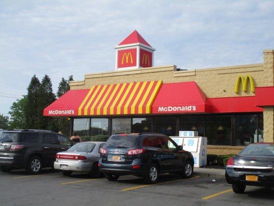 Liverpool, NY: McDonald's - front of restaurant