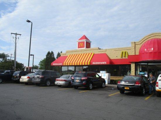 ลิเวอร์พูล, นิวยอร์ก: McDonald's - view from across parking lot