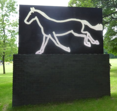 Yorkshire Sculpture Park : An animated LED galloping horse.