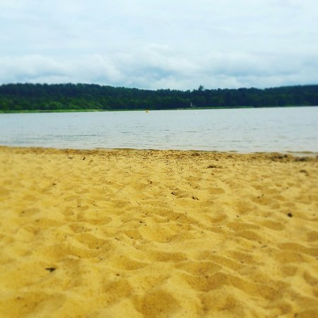 Frensham, UK: Absolutely beautiful place to go for walks with the family, and great for the summer too! Beats