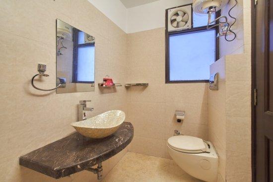 Washroom Picture Of Oyo Rooms North Campus New Delhi Tripadvisor