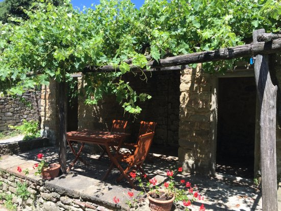 Monte San Savino, Italien: A space to sit and sip a good Tuscan wine