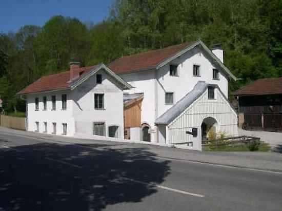 Burghausen, Germany: Aussenansicht der Hammerschmiede