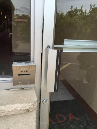 Ramada Cortland Hotel and Conference Center: Security door from parking lot