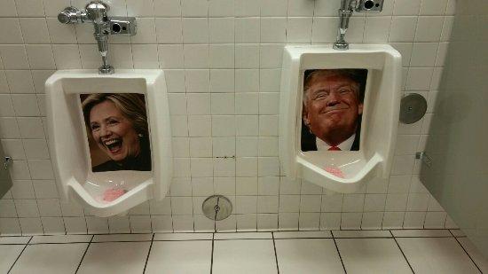 Heart Attack Grill: Menu0027s Bathroom!