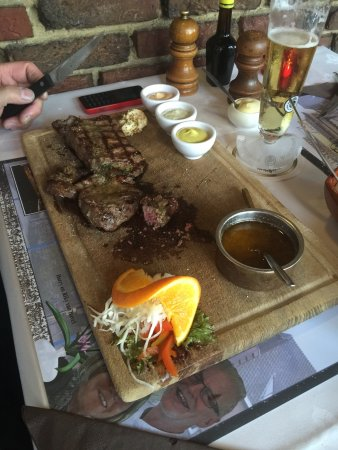 Limburg Province, The Netherlands: Ouderwets gezellig gegeten.