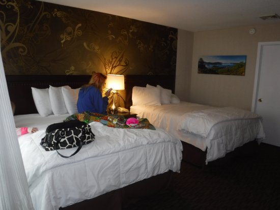 The Georgian Lakeside Resort: clean and comfortable rooms