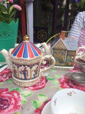 Alcester, UK: Quirky tea pots !