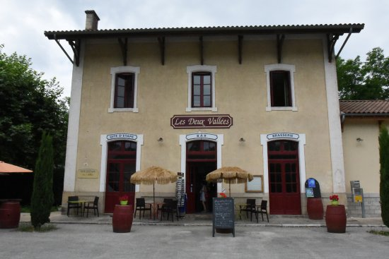 Bouziès, France : L'ancienne gare devenue restaurant.