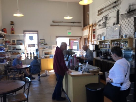 Coupeville, WA: Ordering coffee or tea at The Salty Mug.