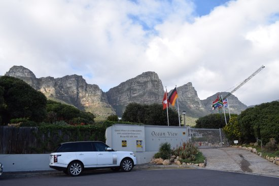 Camps Bay, Sudáfrica: Stunning backdrop to the hotel.