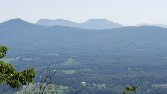 Pinnacle, Carolina del Norte: The monutains of Hanging Rock St Park 20 miles
