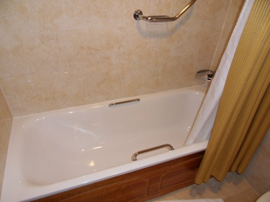 Killarney Plaza Hotel and Spa: Bathroom