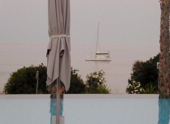 TesoroBlu Hotel & Spa: the sea via the pool at dusk
