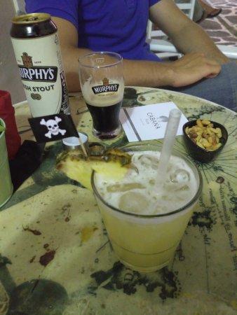 Parikia, Hellas: cocktail and a beer