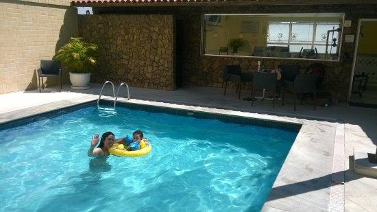 Imperial Hotel : disfrutando de la piscina