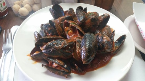 Maple Shade, NJ: mussels with red sauce