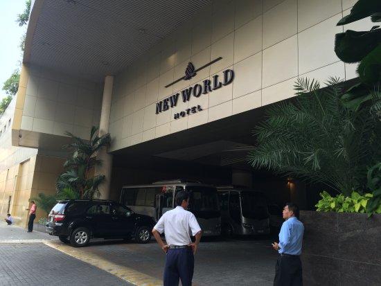 New World Saigon Hotel: Driveway entrance