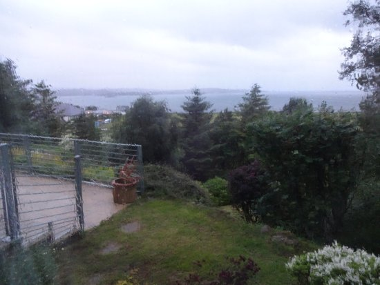 Gairloch View Guest House : View over patio and over the bay, from bedroom.