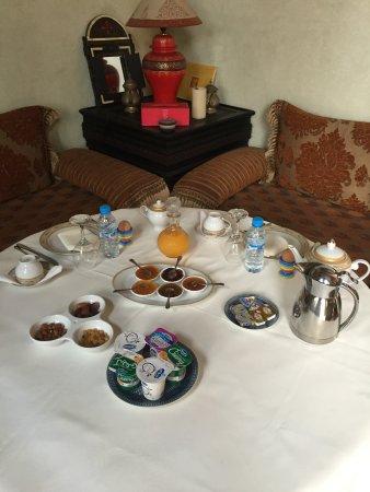 Ryad Dar Karima : Breakfast is served