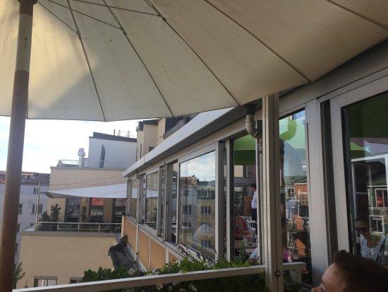 Cafe Glockenspiel: Über den Dächern von München.