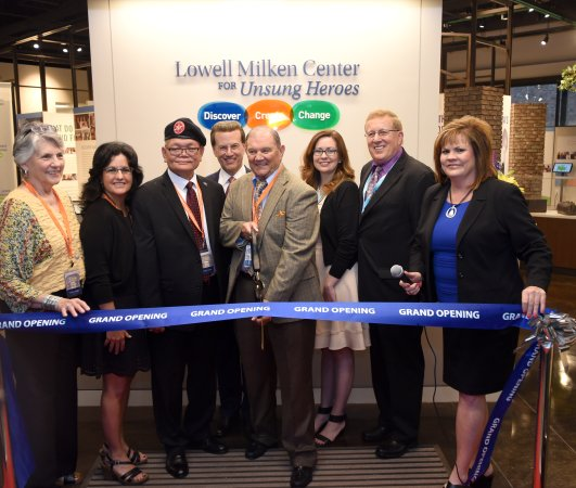 Fort Scott, แคนซัส: Grand Opening of the Lowell Milken Center for Unsung Heroes