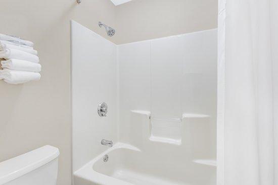 Anderson, SC: Standard Bathroom