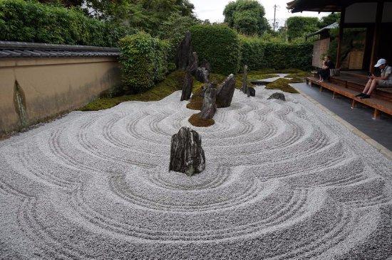 Zuihoin Garden : Energetic gravel pattern