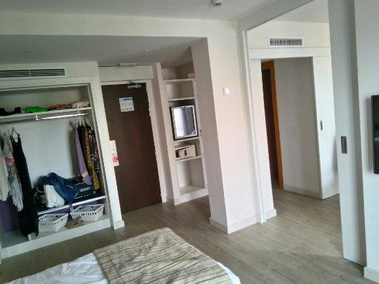 Habitaciones minimalistas y mal distribuidas Picture of Sol House
