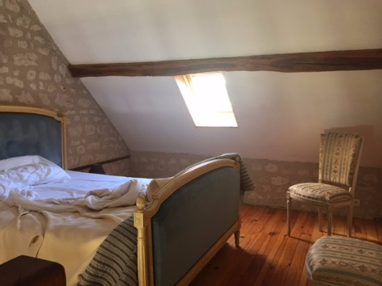 Crissay-sur-Manse, Frankrike: Bed was on the mezzanine level