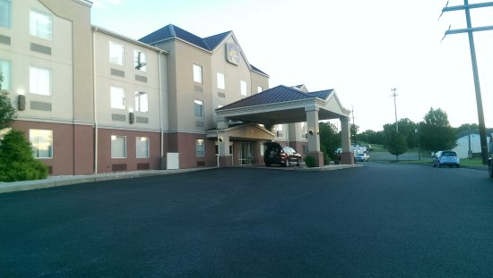 New Cumberland, PA: Hotel Front/Side