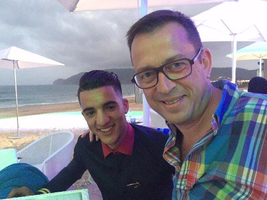 M'Diq, Marruecos: avec Mehdi au restaurant de la plage