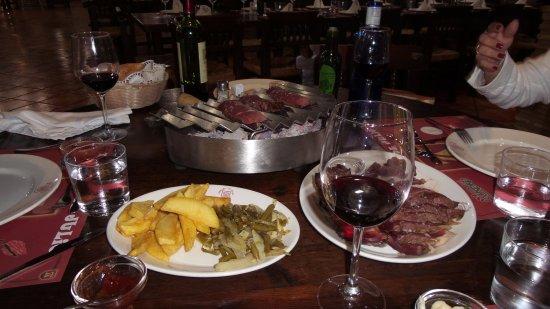 Manises, Espanha: Вот таким образом жарится мясо после специальной подготовки поваром.