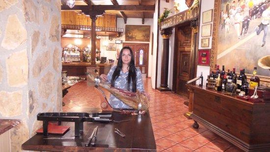 Manises, España: Фрагмент интерьера ресторана.