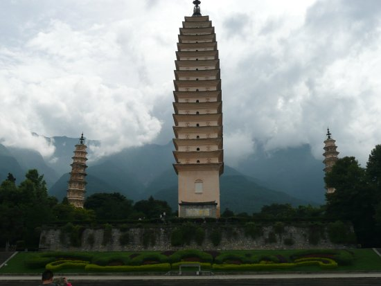 Three Pagodas reflection Park: Three Pagodas, Front View