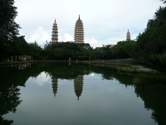 Three Pagodas reflection Park: Pagodas Reflected in Reflecting Pond