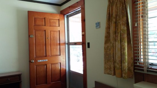 Junge\u0027s Motel Heavy outer door helps to block outdoor noise. : outer door - pezcame.com