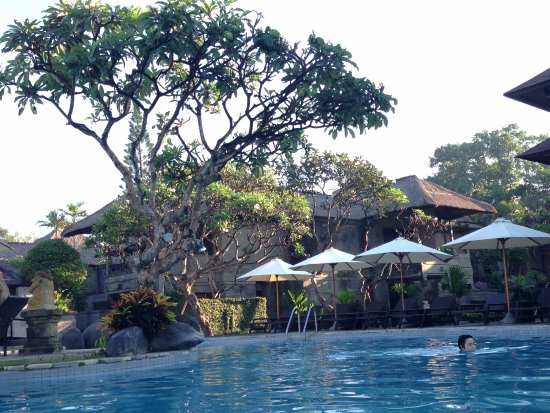 Grand Balisani Suites : peaceful and quiet swim in the AM