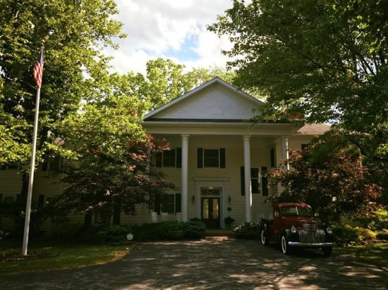Farrell House Lodge: Front of home