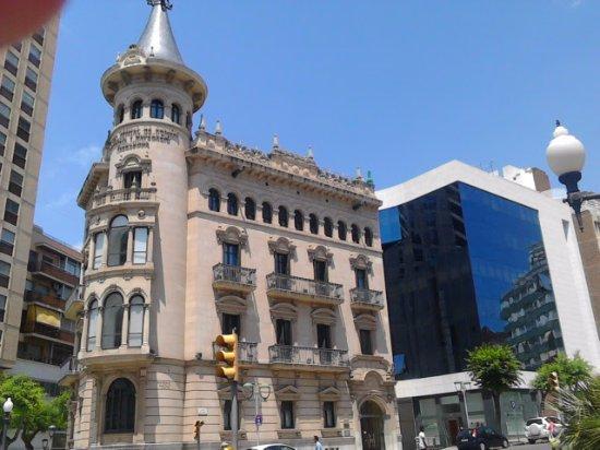 San Juan de la Rambla, Espagne : OLD & NEW - THE VARIETY OF ATCHITECTURE ON RAMBLA NOVA