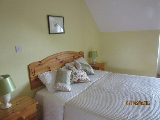 Drumcliff, Irlanda: Most rooms have one double and one twin bed.