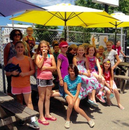 Wiarton, Canada : PSDS comes for ice cream..