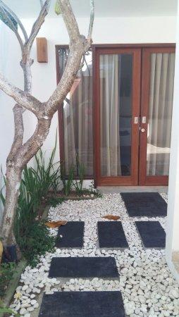 The Jas Villas: Der Eingang mit Blick auf das erste Schlafzimmer