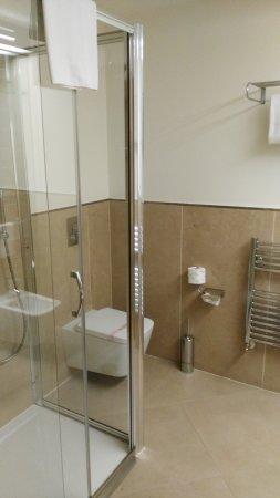 Limbiate, Italien: plato de ducha amplio,