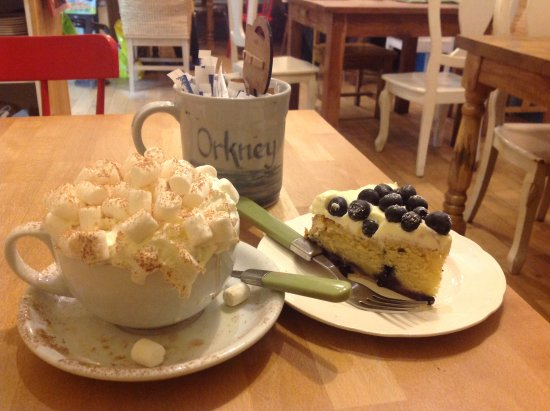 The Real Food Cafe and Restaurant: Cake and hot chocolate at Judith Glue. All. The. Mallows.